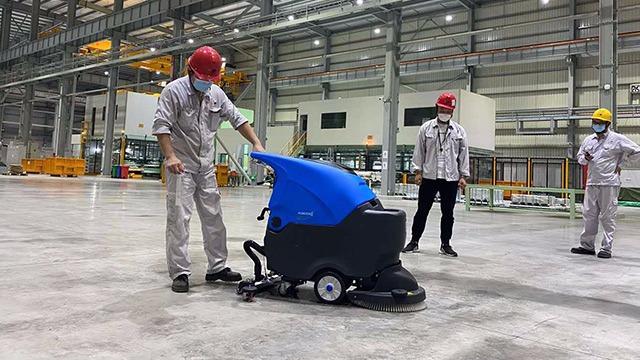 驰诚清洁浅析什么原因导致手推式洗地机推不动或推着很重