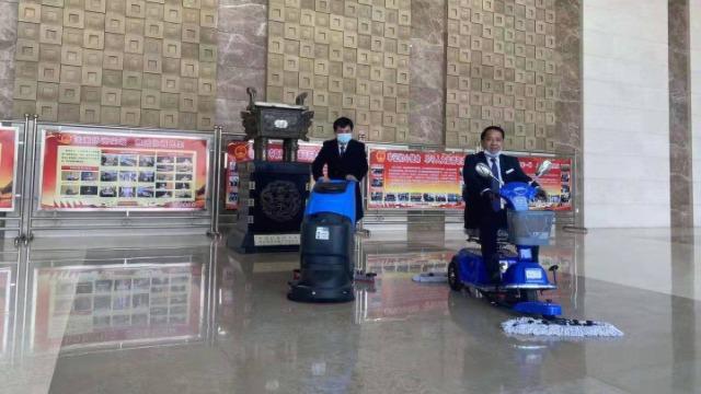 为什么大厅大理石地板适合用手推式洗地机清洗?