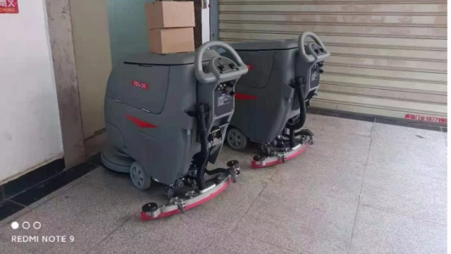 武汉东航空港食品有限公司选用特佰仕D5手推式洗地机