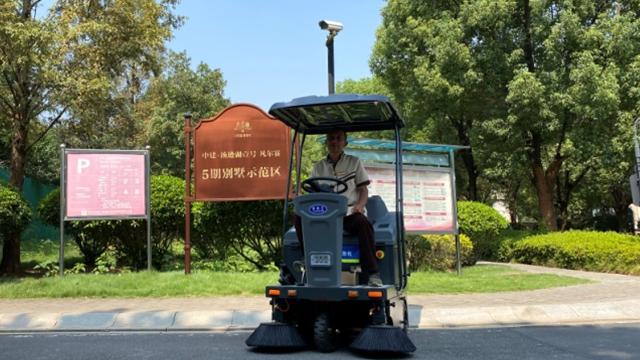 公园广场驾驶式扫地车