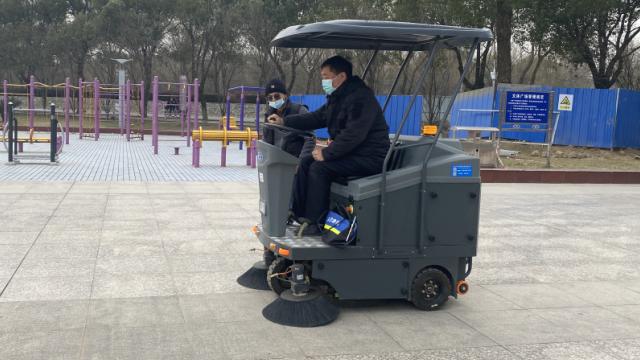 物业保洁为何要用驾驶式扫地车