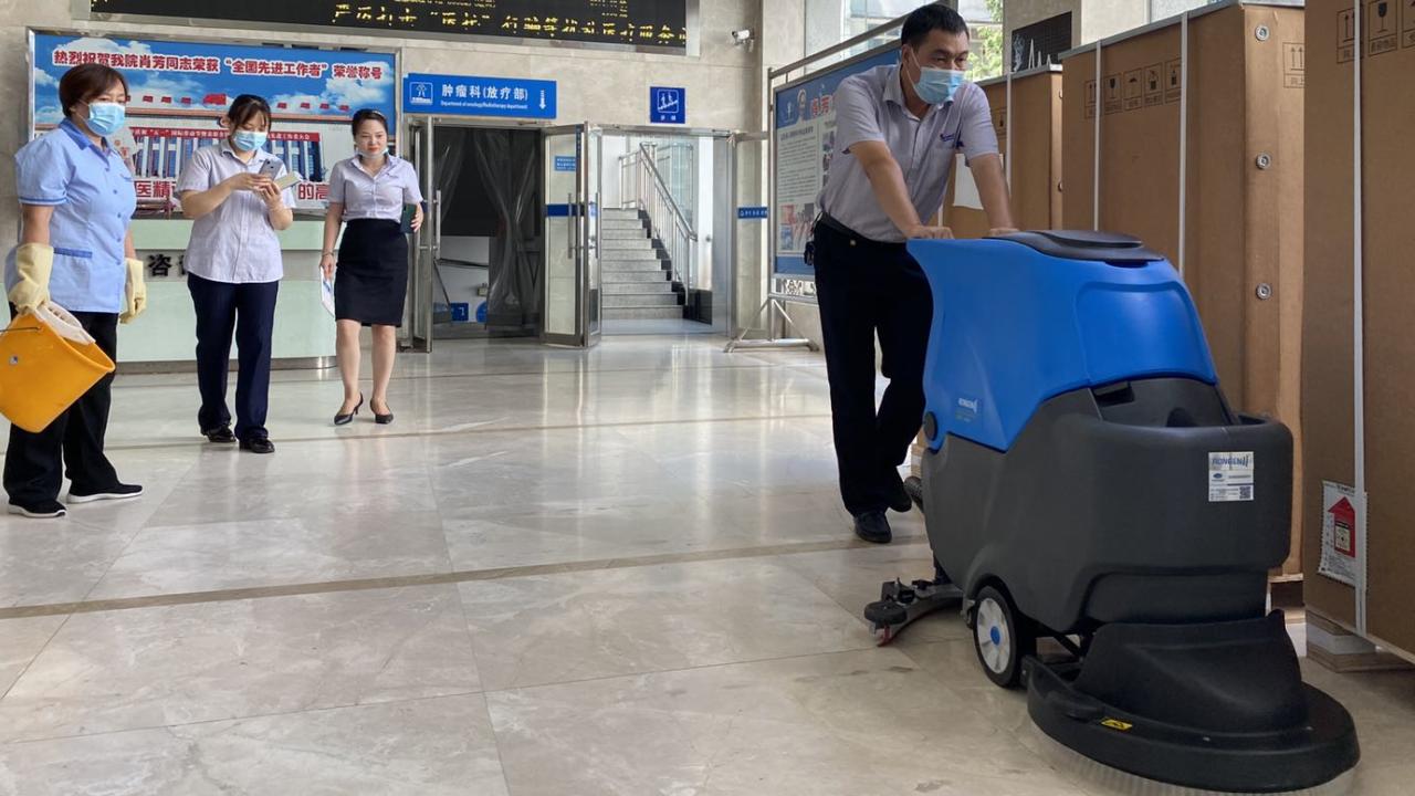 如何选购性价比高又实用的全自动洗地机