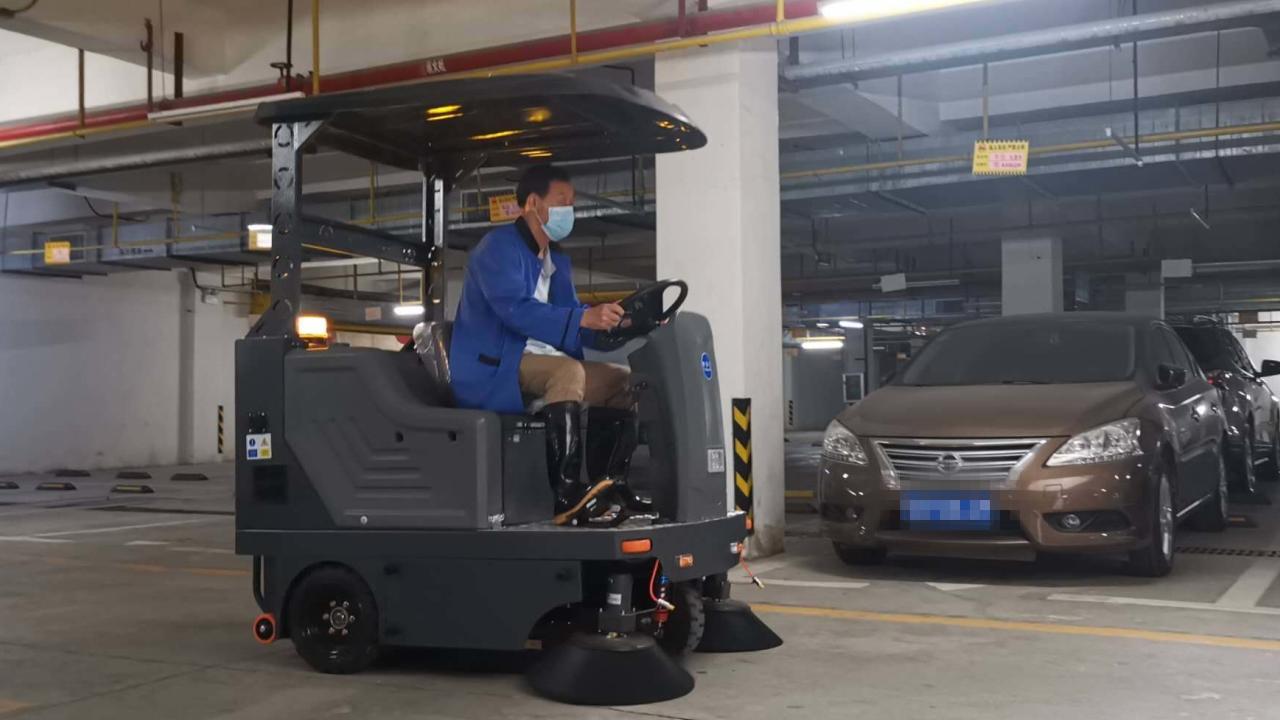 功能强大又好用的驾驶式扫地车