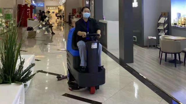 影响驾驶式洗地机工作效率的因素有哪些