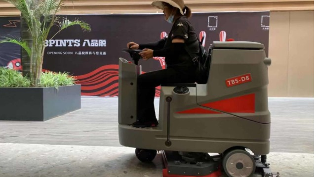 特佰仕D8驾驶式洗地机,商场保洁行业新主角。