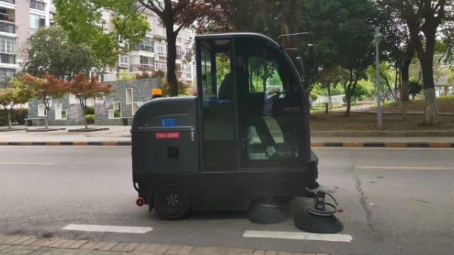 公园广场用驾驶式扫地车