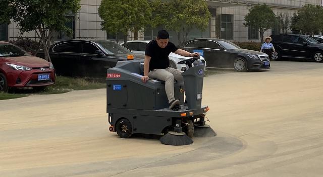 学会这3点,轻松选购合适的电动扫地车品牌