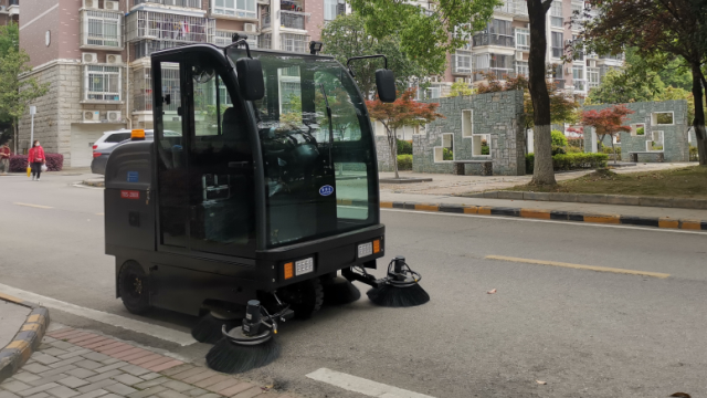 地面清洁新选择-驾驶式扫地机
