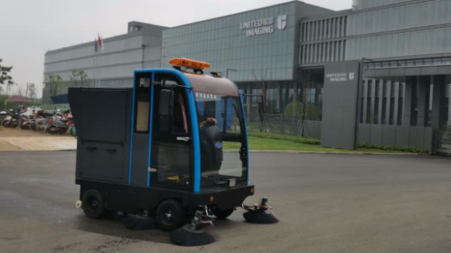不了解电动驾驶式扫地车的优缺点,怎能用的好呢