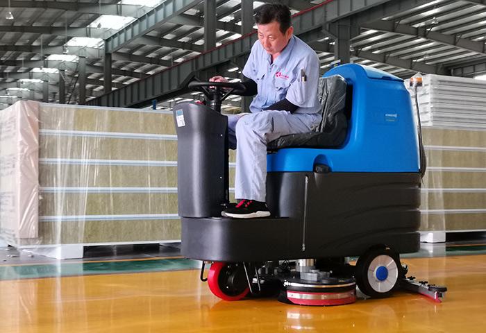 驰诚清洁解析驾驶式洗地机安装吸水扒和洗地刷需要要注意地方