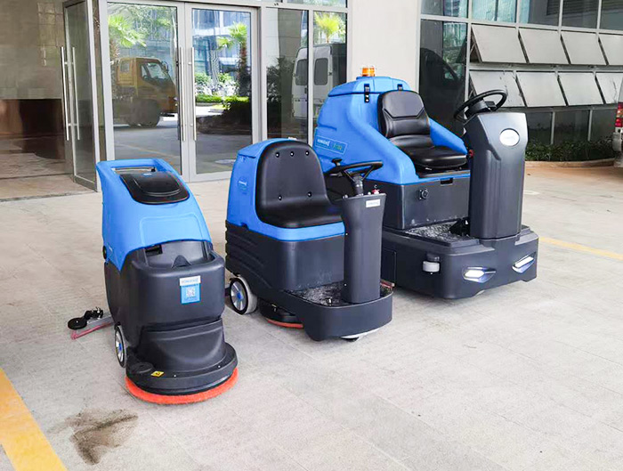驰诚清洁浅析驾驶式洗地机与手推式洗地机的区别