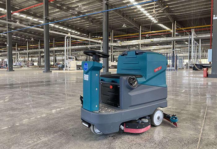 驰诚清洁为您解析驾驶式洗地机胶条需要多久才更换一次
